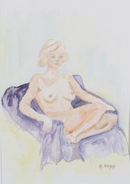 Sitzender Akt auf lila Sessel
